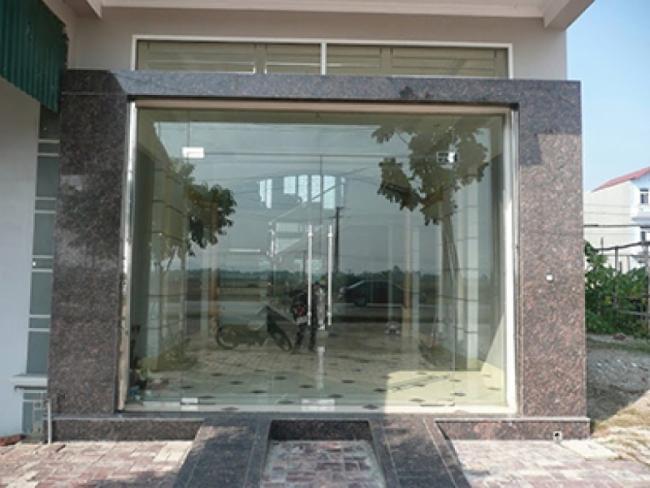 cửa kính bản lề sàn
